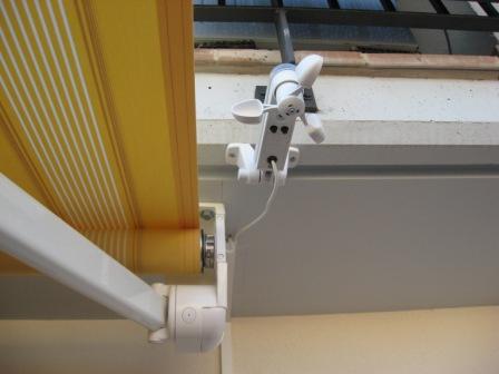 Automatismos para toldos y cortinas en l hospitalet for Sensor viento para toldos